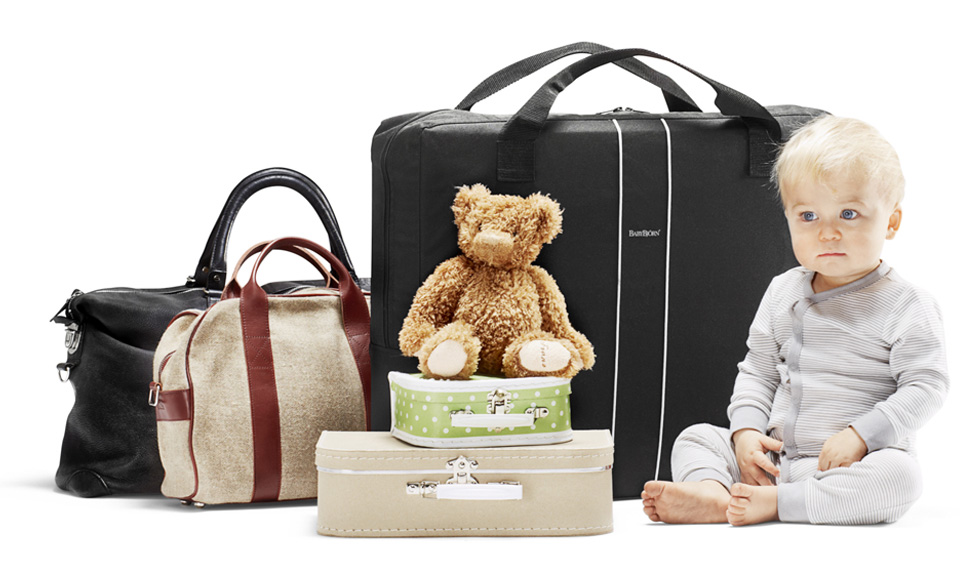 BABYBJÖRN Parents Magazine – Many things to pack when you travel with kids. What to pack for baby.